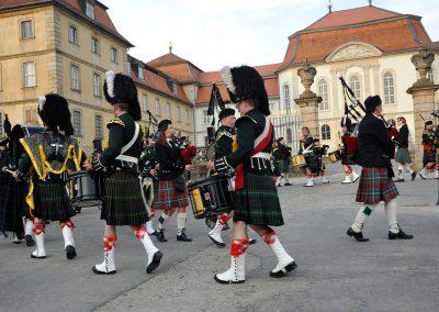 Gordons on Parade 2017 Massed Pipes and Drums auf Paradeplatz in Schneckenformation