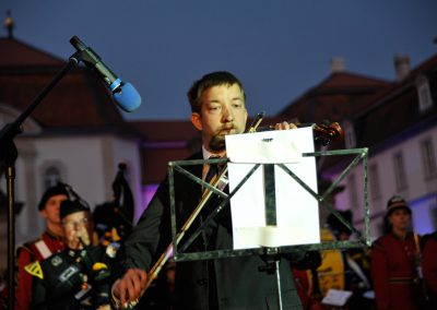 Andre Musch spielt Hector the Hero auf seiner Geige
